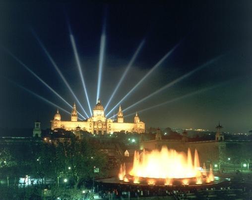 Музыкальный магический фонтан в Барселоне | 2